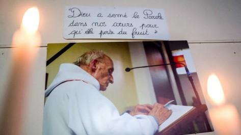 Une photo du père Jacques Hamel dans l'église Saint-Etienne du Rouvray - Michael BUNEL CIRIC