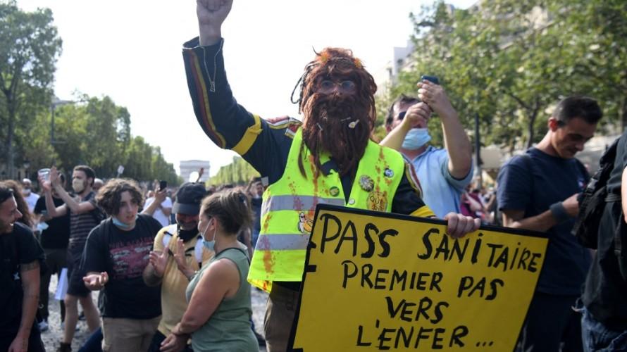 Manifestant contre l'extension du pass sanitaire à Paris samedi 24 juillet dernier - Alain JOCARD / AFP