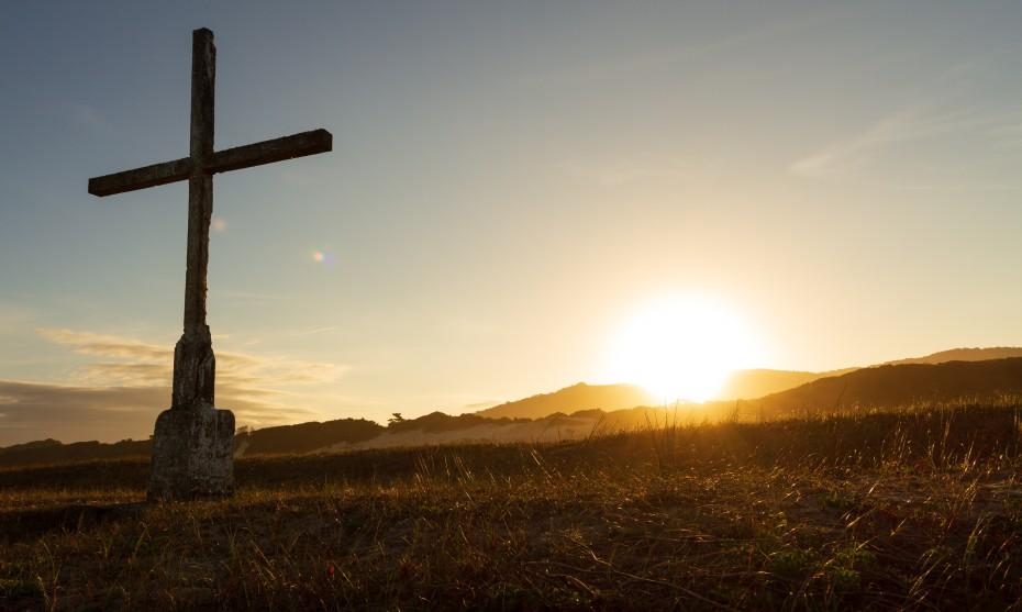 Croix dans le désert ©Photo by CRISTIANO DE ASSUNCAO on Unsplash