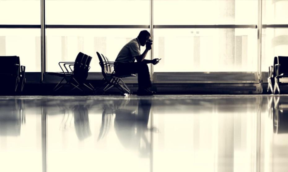 """Matthew Henry / Unsplash - Pour le philosophe, """"ce n'est pas pareil de prendre son téléphone pour jouer ou pour téléphoner, ou de lire un roman de 500 pages"""""""