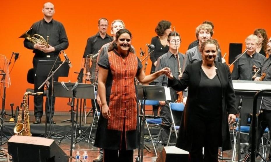 Naïssam Jalal, soliste, et Zahia Ziouani, chef d'orchestre