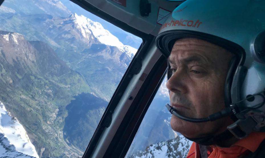 Pascal Brun en vol dans la vallée de Chamonix ©DR