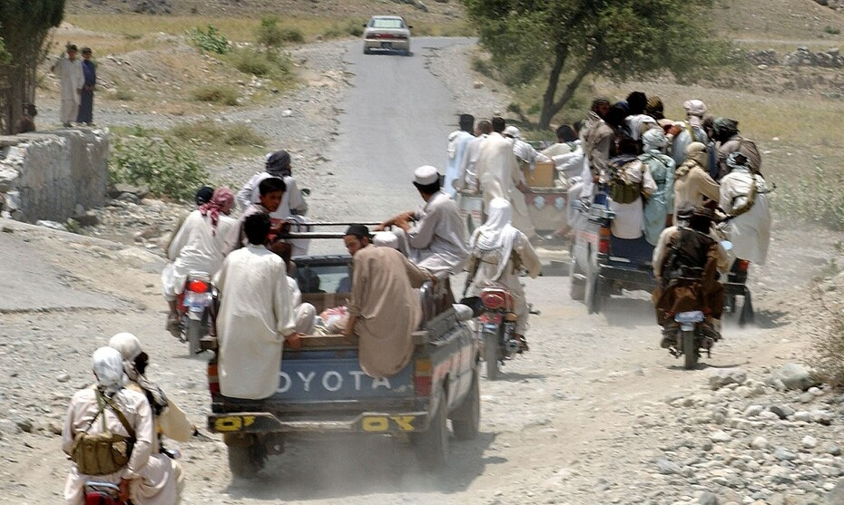Talibans sur une route TARIQ MAHMOOD  AFP