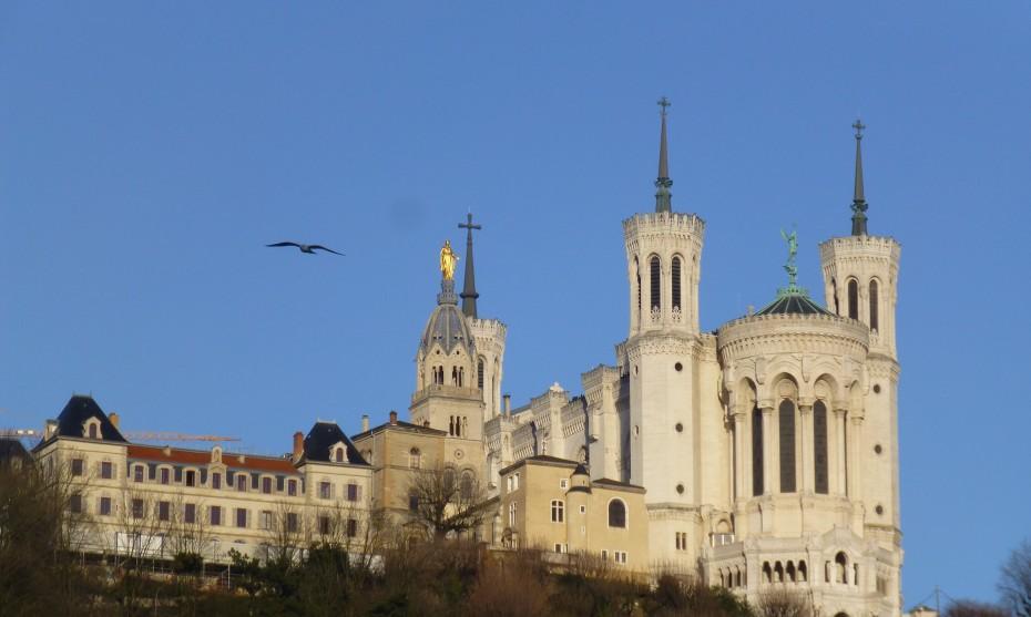 Vue sur la basilique de Fourvière à Lyon / Photo by La coccinelle on Unsplash